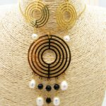 juego dorado cristales negro perlas